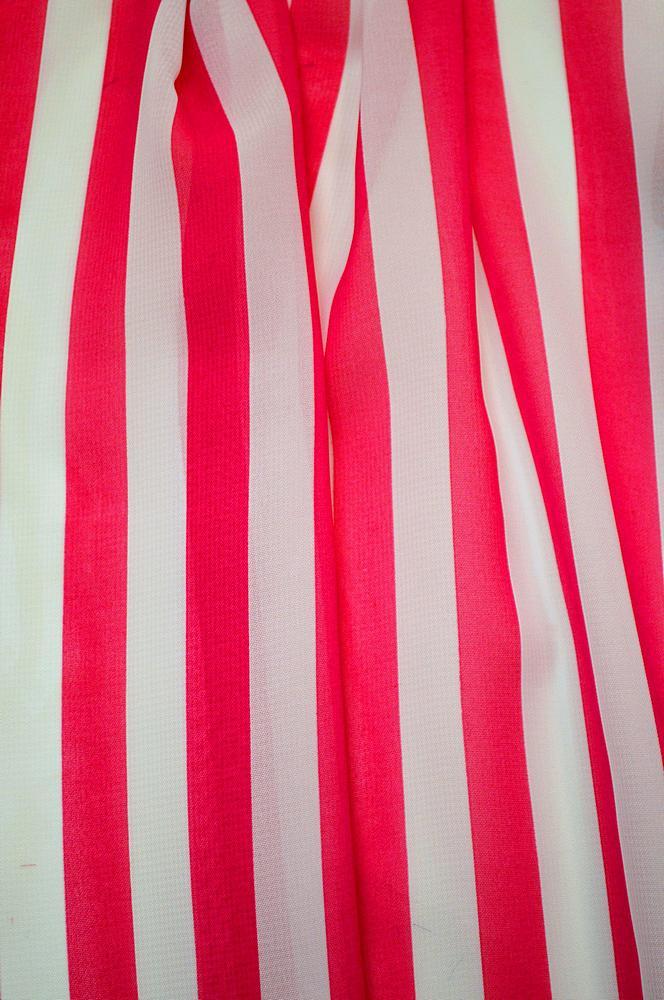 <h2>STP/HI-CHS 1/2&quot;</h2> / FUCSHIA/WHITE                 / 100% Poly Hi-Multi Chiffon Small Stripe Print